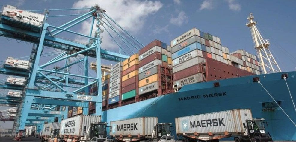 Descarga del buque Madrid Maersk